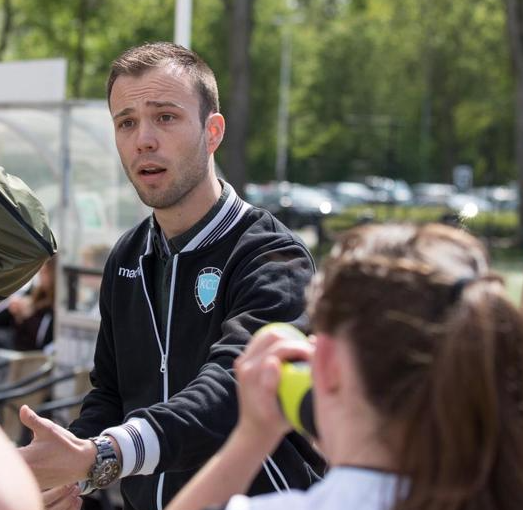Niels Molendijk assistent coach c.k.v. Oranje Wit 1